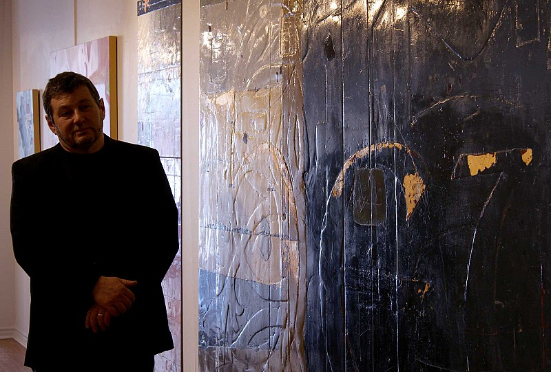 Kevin Ghiglione - the artist beside a large painting